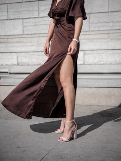 robe longue echancree satin - tenue pour un mariage