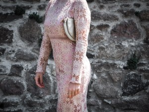 quelles tenues pour une invitee a un mariage - robe moulante dentelles