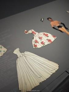 decouvrir exposition yves saint laurent à lyon - paper doll yves saint laurent