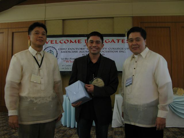 Dr. Yong (middle) with Dr. John Viola (Cardiologist) and Dr. Jonathan del Prado (Ophthalmologist)
