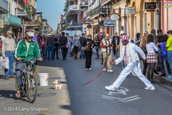 mime performing in The French Quarter in New Orleans