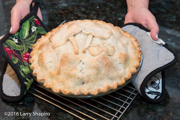 baking a fruit pie