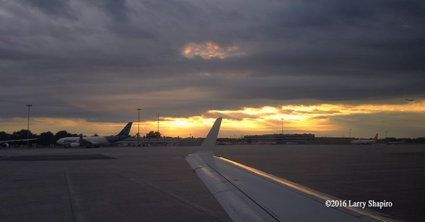 Sunset at Montréal–Pierre Elliott Trudeau International Airport