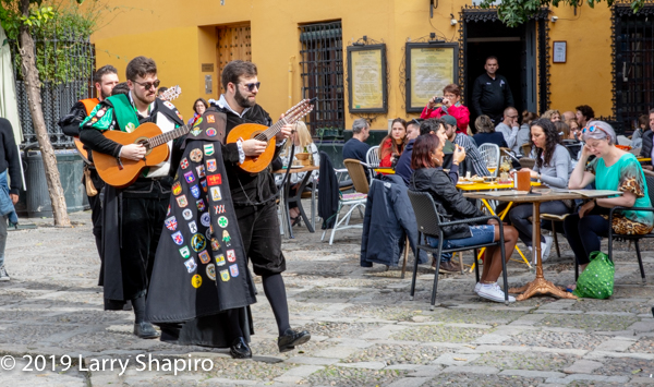 singers with guitars at Seville e=cafe
