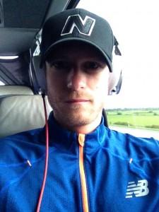 Lars Granat i bussen på vej mod Berlin Marathon