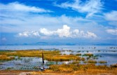 Mellom Peru og Bolivia ligger den svært vakre Titicacasjøen der mange mennesker livnærere seg som fiskere.