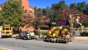 2018 Larson's Garden Mum Festival Parade Float