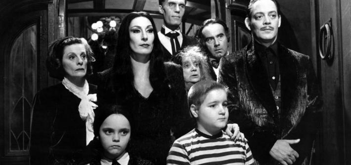 critique-la-famille-addams-lindemodable-comédie-noire