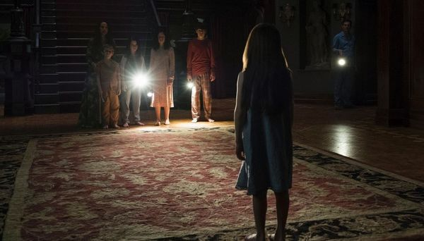 the-haunting-of-hill-house-top-10-les-meilleurs-series-de-lannee-2018-larsruby
