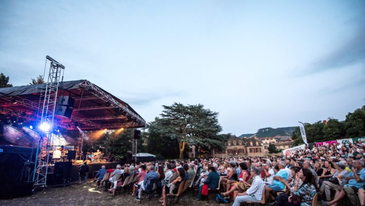 Les festivals d'été pourraient avoir lieu avec un public assis et limité à 5000 personnes