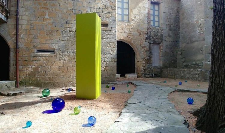 Lagrasse : Philippe Chitarrini et son monolithe à l'Abbaye de Lagrasse jusqu'au 7 novembre