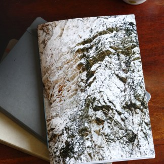 une paroi rocheuse de Corse en couverture