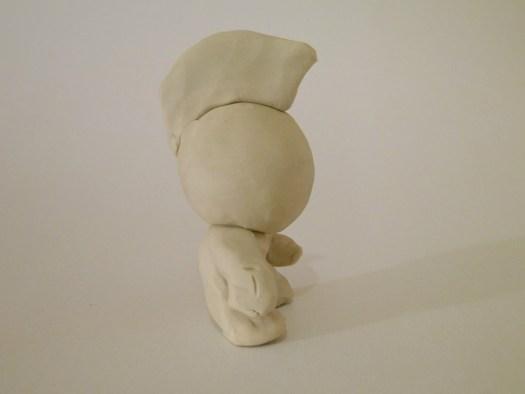 Photo de l'art toy vu de profil