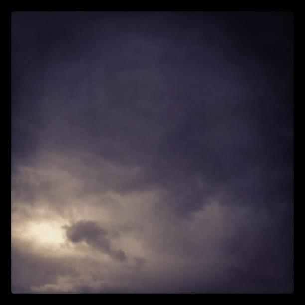Un ciel noir de lumière