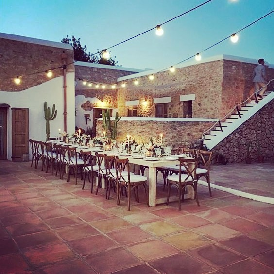 A beautiful dinner setting ✨ in collaboration with @lejourduoui & @foodit_catering_ibiza ✨