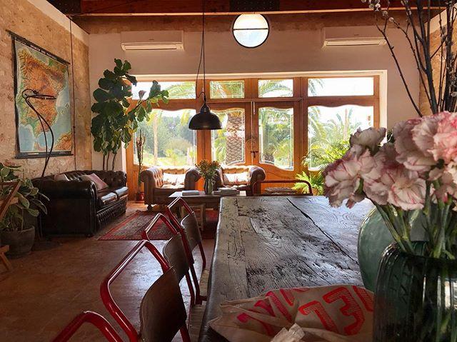 🌸 Good Morning 🌸 #rustic #stylish  #farmhouse #barn #finca #ibicenca #casapayesa #vintage #interiors #interiordesign #decoration #boutiquevilla #lascicadasibiza #ibiza #holidayhome #homeawayfromhome #placetobe 🌿