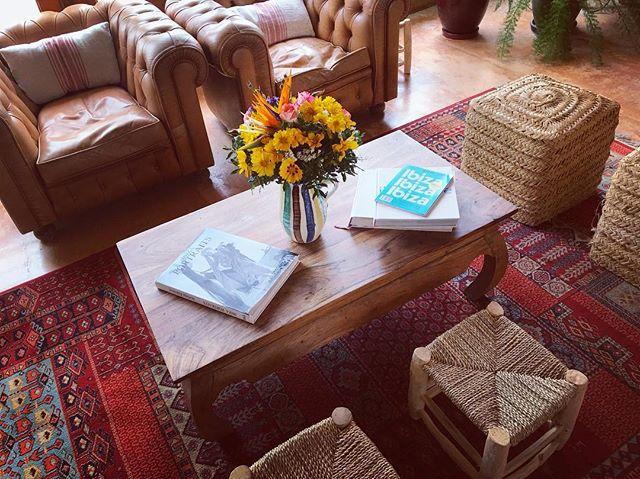 🌻 #ibiza #flowers #interiors #rustic #vintage #stylish #interiordesign #style #ibizastyle #boutiquevilla #lascicadasibiza #countryhouse #finca #casapayesa #campo #lostinibiza #itsbetterinibiza #homeawayfromhome 🌻