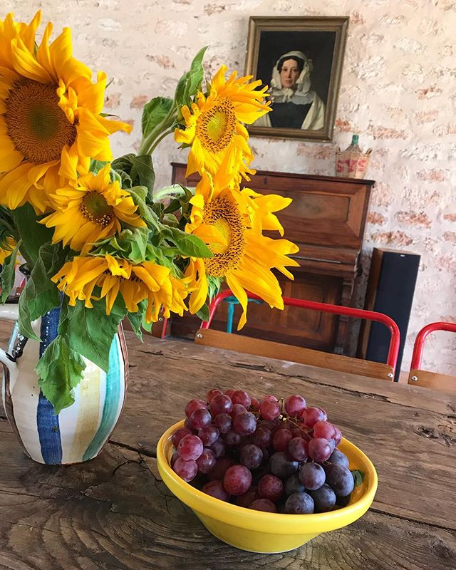 🌻 Ready for our next guests 🌻 #newguests #sunflowers #boutiquevilla #lascicadasibiza #ibiza #interiors #rustic #stylish #finca #farmhouse #santagertrudis #ibiza #vacationdestination #homeawayfromhome #placetobe 🌻