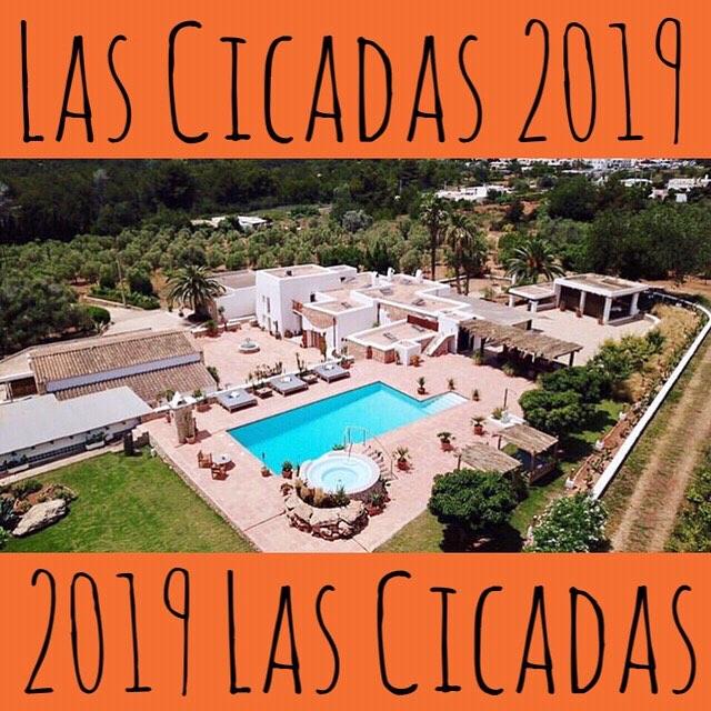 // This is #lascicadasibiza !!! // #boutiquevilla #holidayhome #vacationvilla #homeawayfromhome #birdseyeview #season2019 #ibiza2019 #placetobe #santagertrudis #heartoftheisland #ibiza #islandlife #campo #finca #ibizenca 🧡 // 📸 @photostudioibiza //