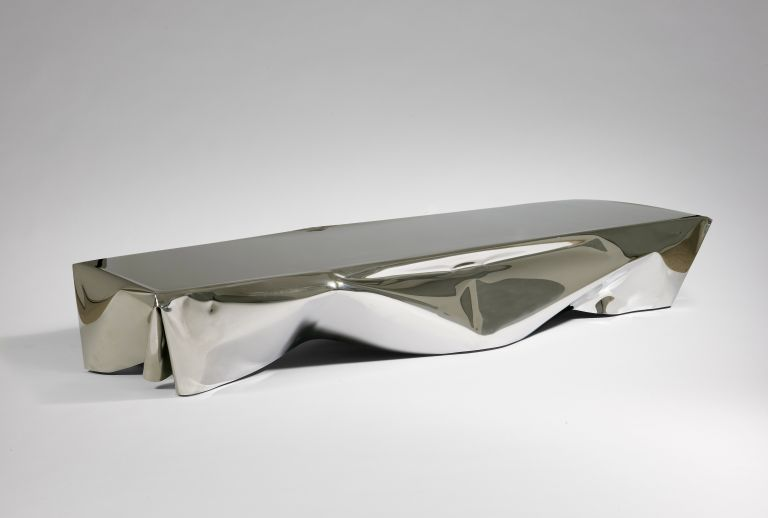 5.- Table 'Detroit' Silver - cortesía Machado-Muñoz