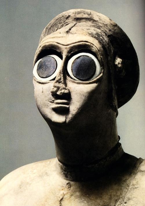Female sumerian stagtue