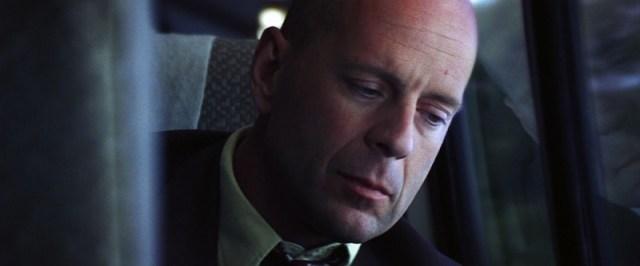 Unbreakable David Dunn (Bruce Willis) en el tren