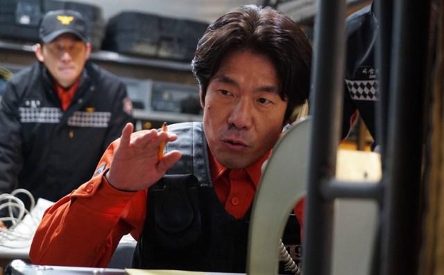 Jefe del equipo de rescate, Oh Dal-su, en la película El Tunel (Corea del Sur, 2016)