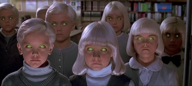 El pueblo de los malditos, de John Carpenter. El grupo de niños comparten una mente colmena.