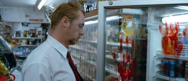 Shaun (Simon Pegg) en el supermercado lleno de sangre.