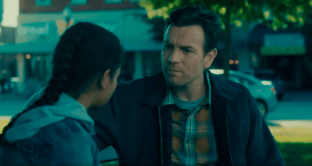 Ewan McGregor y Kyliegh Curran en Doctor Sueño