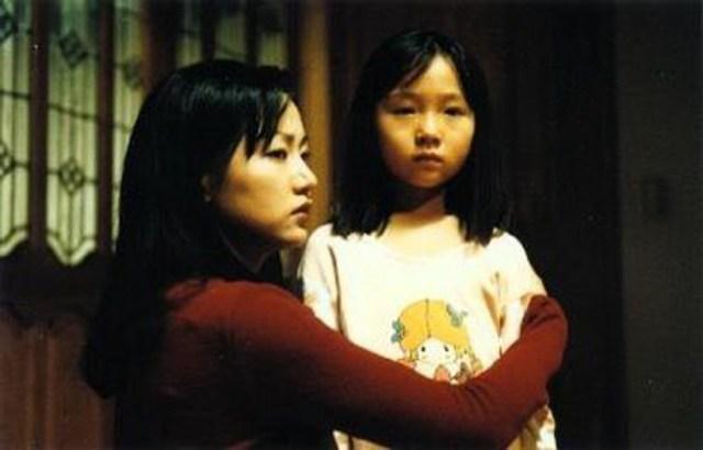 The Ring Viru (1999), madre e hija acaban enfrentándose a la maldición.