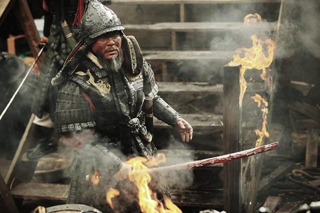Choi Min-sik como el almirante Yi Sun-sin