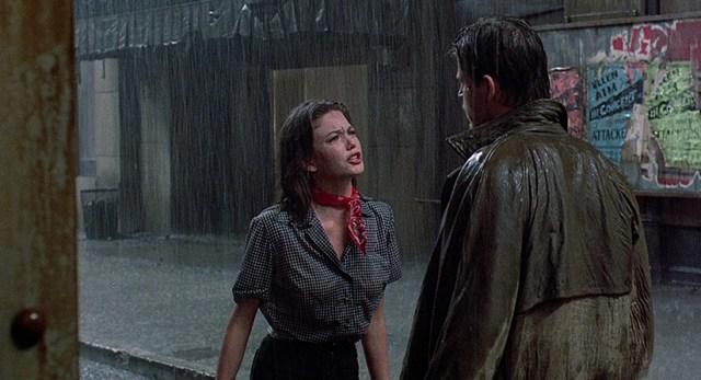 Diane Lane y Michael Pare en Calles de Fuego