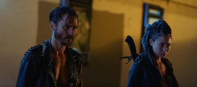 Travis Hammer y Dora Madison en una escena de 'VFW'.