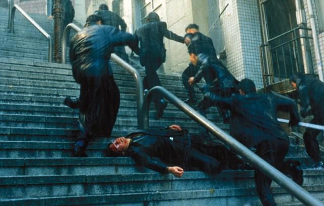 Nowhere to Hide 1999 Escaleras