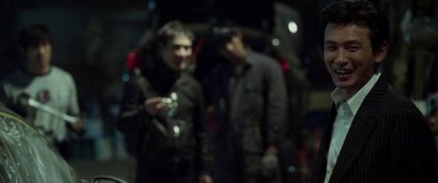 Por encima de la ley (Ryoo Seung-wan, 2015) Hwang Jung-min en garaje.
