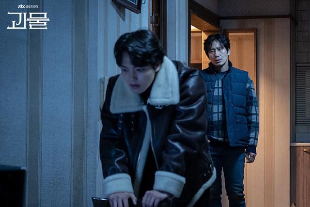 Yeo Jin-goo and Shin Ha-kyun in Beyond Evil