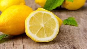 16 Beneficios de Tomar Agua Con Limón