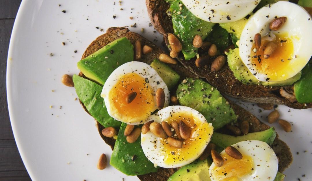 Efectos secundarios comunes de la dieta  KETO y cómo combatirlos
