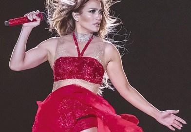 Jennifer Lopez fue demandada en Egipto por aparecer con poca ropa