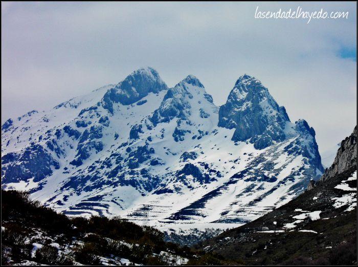 Aspecto invernal de estos tres picos de fuerte atracción visual