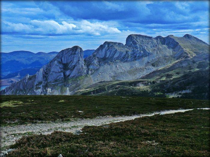 Las Tres Marías vistas desde el Cuitu Nigru, a caballo entre León y Asturias