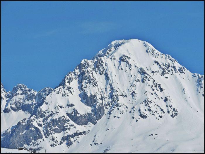 Ubiña en invierno, una bella montaña que no perdona errores.
