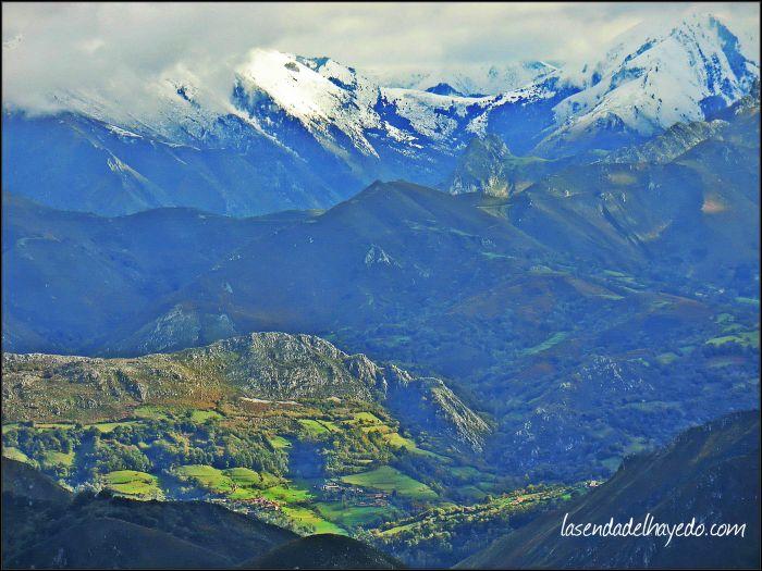 Hacia la cordillera, las montañas nevadas de Caso.
