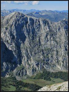 Brutales caídas de los Huertos del Diablo hacia los Puertos de Güeria