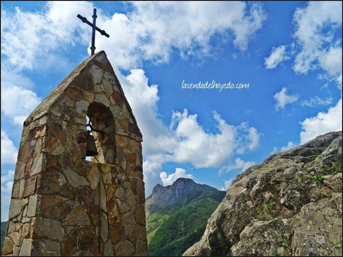Ermita de San Froilán, enriscada en las montañas del Curueño leonés