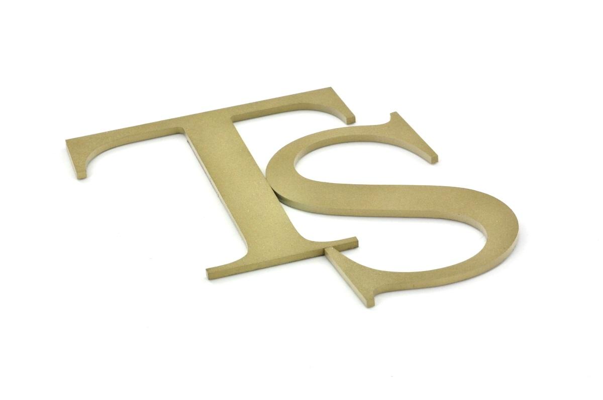 litery z mosiądzu