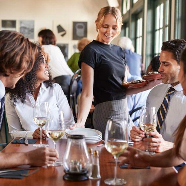 Servicio en restaurantes y bares