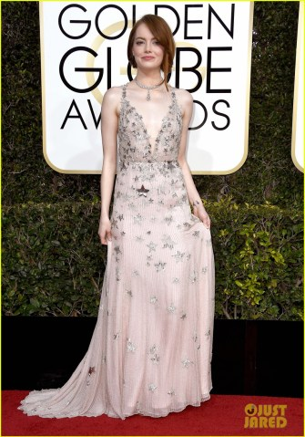 emma-stone-golden-globes-2017-red-carpet-02