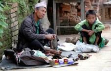Zapatero callejero, barrio comercial de Indra Chowk